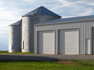 Agricultural-Building-With-Silos-Gable-Steel-Building-1024x768-1.jpg